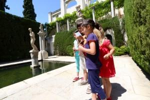 Fundación Rodríguez-Acosta. Patio de Venus. Buscando pistas por el jardín. (Foto: Pepe Marín)