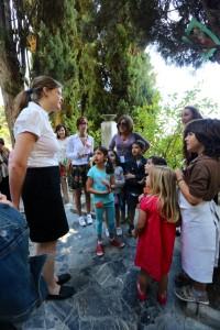 Fundación Rodríguez-Acosta. Yinkana en el jardín. Pastora, dando pistas para descubrir al ladrón de joyas!